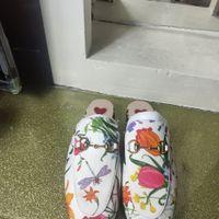 Zapatos de ropa de diseño clásico europeo, zapatillas para damas, flor de cuero decorativa de metal, cuero suave, tacón bajo, estilos más coloridos