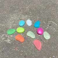5kg alrededor de 1600 piezas brillan en la oscuridad de los guijarros de piedra de la roca de los pescados del acuario del tanque Vase Inicio Jardín de fluorescencia Piedras luminosa decoración