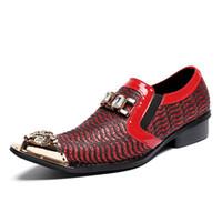 Zapatos de barco casual de los hombres elegantes zapatos de vestir de moda rhinestone del dedo del pie del metal rojo para la fiesta de deslizamiento en para hombre talla 38-46