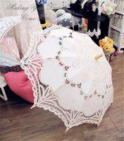 Batten nupcial del banquete de boda de alta calidad real blanca del parasol de novia de la mano del paraguas por un encaje hecho a mano Sombrillas barato para las mujeres Venta
