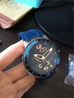 2016 Nouvelle arrivée top vente montre nouveau style pour l'homme montre en caoutchouc bleu montre-bracelet automatique mécanique UN13