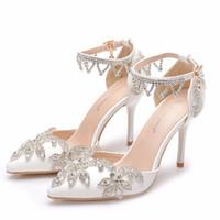 Белый цвет Свадебные Обувь Стелето Каблук Пряжки Пряжки Женские Насосы Великолепный Горный Хрусталь Свадебные Обувь для вечеринки Заостренные Носильные Обувь