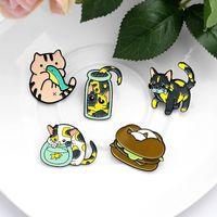 Новый мультфильм Пятно черный едят рыбу Брошь животных Cat Burger Fish Tank Cute Эмаль Pin металла Знак Желтые одежды отворотом Cowboy подарок для детей