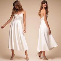 2020 Bianco spalline in pizzo abiti da sposa in raso Una linea di tè lunghezza Backless Beach Abiti da sposa abiti da sposa Paese