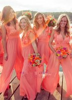 2019 Nieuwe Collectie Chic Chiffon Goedkope Coral Bruidsmeisjes Jurken Lange Jumpsuits V-hals Plus Size Beach Wedding Guest Dress Party Prom Dresses