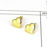 2020 Sello de diseño de alta calidad Titanium Steel Stud Pendiente Lujoso Forma de corazón Mujer Charm Amor Pendientes Joyería de moda Venta al por mayor