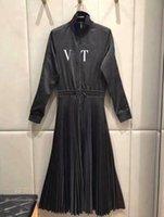 19ss وصول المرأة الجديدة أسود بأكمام طويلة اللباس مطبوعة الرسائل فساتين مصمم BOWKNOT سبليت اللباس ملابس النساء