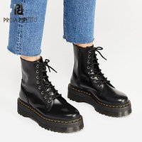 Prova Patente Couro perfetto Botas Mulheres Lace Up Plataforma Botas Mulheres inverno quente Plush Street Style Shoes