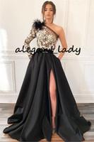 Robe de soirée de plume à one-épaule noire avec manches longues sexy fente 3D dentelle florale arabe Dubaï occasion robe de bal de bal