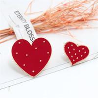 الكرتون الأحمر كبير كبير القلب مينا دبابيس لطيف النساء بروش الدينيم جاكيتات التلبيب دبوس الديكور شارة الأزياء والمجوهرات هدية T352