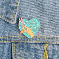Nette kleine Liebes-Herz Lustige Emaille Broschen Pins für Frauen Weihnachten Demin Hemd Dekor Brosche Metall Kawaii Abzeichen Fashion Jewelry