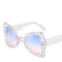 태양 안경 선글라스 2021 나비 빈티지 pc 렌즈 프레임 여성 큰 진주 거울 다리 안경을 가진 패션 숙 녀 선글라스 인쇄