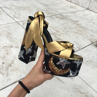 Nouveau design Tribute Patent en cuir souple Plate-forme Sandales à talon haut talon T-bracelet Lady luxe avec boucle cheville Chaussures Escarpins 14.5cm BOX