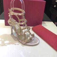 sandálias de couro das mulheres do parafuso prisioneiro T-strap verão sandália dos saltos altos rebites sapatos das senhoras sapatos partido sexy 6,5 centímetros 9,5 centímetros 5color com caixa
