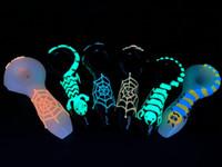 """Glow In The Dark Infedy Glass Fraking Pipes Pipes Sportpion Scorpion luminoso 4 """"70G / PC Bruciatore di olio tubo USA Stock! Venditore della fabbrica SP-099"""