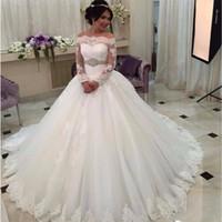 Saudiarabien utanför axelkula klänningar Weeding klänning lyx 2020 långärmad bröllopsklänningar spets brud klänning beading bälte wd059