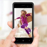 Entriegelte Mini 4G LTE Android-Handy Original-Pluzz Quad-Core-Android 7.0 Dual-SIM-Karte Kamera 1GB + 8GB WIFI 4.0 '' Kleine Smartphone