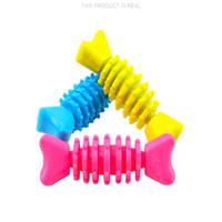 Brinquedo do animal de estimação dos desenhos animados osso de peixe forma bonito material de borracha mordida multicolor opcional seguro e inofensivo suprimentos para animais de estimação