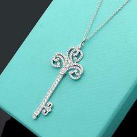 Nieuwe aankomst mode dame messing 18 k vergulde goud lange ketting met volledige diamant sleutel hanger trui keten