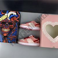 2020 Zapatos bajos el día de tarjeta strangelove Dunk Low monopatín Hombres Mujeres cómoda del hombre al aire libre Womans Trainer zapatillas CT2552-800