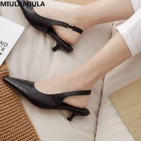 MIULAMIULA Конструкторы 2020 Новый роскошный элегантный Простой Остроконечные Toe назад ремень Kitten Heels неглубокие Lady Сандалии кожаные ботинки