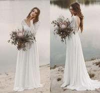 Billige Spitze Lange Ärmel Böhmische Hochzeitskleid Eleganter V-ausschnitt offene Back Chiffon Beach Boho Brautkleid