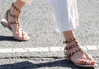 Vendita calda-Zapatos Mujer Colour Rivets Spiked Gladiator Sandali piatti Pietre con borchie Sandali con fibbia Scarpe da donna economici