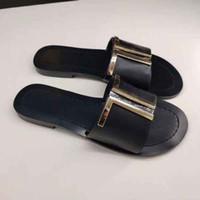 Yeni tasarımcı bayan yaz düz tabanlı altın düğme plaj terlik bayan tasarımcı deri düz tabanlı terlik 35-43 kemer kutusu