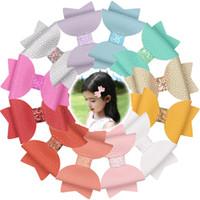 12pcs / lot Mädchen Süße Haarschleife Kinder Barrettes-Haarnadeln Pu 3-Zoll-Bögen mit / ohne Clip Glitter Pailletten Frühling Farbe Kopfbedeckung