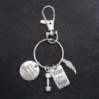 Venta caliente de plata antigua con mancuernas Alas nunca dé para arriba de la Llavero cadena de la etiqueta Gimnasio Sport creativo diseñador llavero Mujer Hombre regalos de la joyería