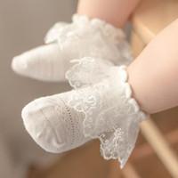 Los niños de los bebés Mesh medias de encaje princesa calcetines de algodón recién nacido infantil del niño Niños Medias blancas preciosas regalos lindos del verano nuevas