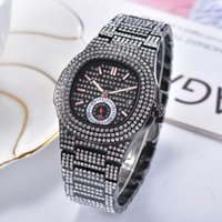 Mens Watch Quartz Mouvement Date automatique Full Diamond Rose Or Noir Bracelet Homme de cas Horloge Stain