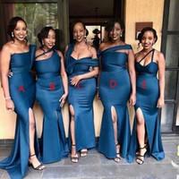 Styles mixtes sexy bleu marine sirène robes de demoiselle d'honneur taille plus haut une épaule fendus parole longueur Invité de mariage robe de demoiselle d'honneur