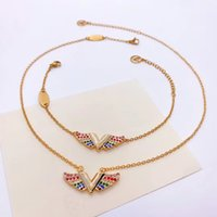 Europe America Style Jewelry Sets Lady Women grabados V Iniciales Essential V California Dreaming Colored Colored Diamond Necklace Pulsera Conjuntos