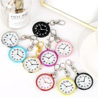 Multicolor Mini runde Gehäuse Krankenschwester-Taschen-Uhr-Frauen-Dame Girl Quartz Anhänger Uhren arabische Zahl Leuchtzifferblatt Uhr Schlüsselbund