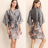 Femmes Accueil Vêtements 4 Couleurs Sexy V-cou Manches Lâches Kimono Impression Fleur Pyjama Robe Robe De Nuit En Soie Avec Ceinture DH0670 T03