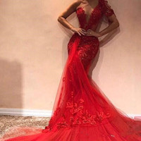 Kırmızı Seksi Gelinlik Bir Omuz Sequins Boncuk Şeffaf Boyun çizgisi Deniz Kızı evenign Abiye Tül Dantel Aplikler Elbiseler Parti Akşam