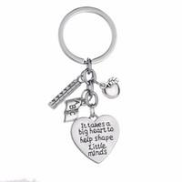 12pcs металла Подвески Брелок Он принимает большое сердце, чтобы помочь сформировать умишко Keychain компании Apple Линейка Abc Письма Учителя Брелоки Кольца Подарки
