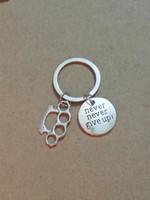 Sıcak Toptan moda Vintage Gümüş Asla pes Etmeyin! Pirinç Knuckle Dusters Charm Anahtarlık Fit Anahtar Zincirleri Aksesuarları Takı-147