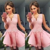 2020 Иллюзия с длинным рукавом Потрясающие розовый Homecoming платье V-образным вырезом кружева аппликация линия Короткое платье выпускного вечера партии платья Коктейльные халатов Платье