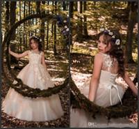 Новое поступление Дешевые прекрасные цветы девочек платья без рукавов кружевные аппликации бусины шариковые платья из спины элегантный ребенок день рождения девочек пагентные платья
