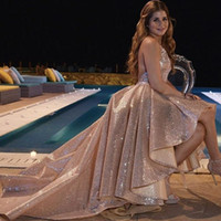 высокая низкая розового золота блестками платья выпускного вечера блестками Холтер женщин Вечерние платья Sexy Короткие спинки коктейльные платья вечерние платья 2019 Дешевые