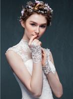 2019 HEIßER Verkauf Brauthandschuhe Billig Spitze Appliques Perlen Fingerlose Hochzeit Handschuhe Handgelenk Länge Mit Band Hochzeit Zubehör Auf Lager