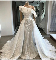 Abiti da sposa con una spalla oversize abiti 2019 3D Appliques Ruffles Abito da sposa in pizzo Plus Size Sweep Train Gorgeous Country Abiti da sposa
