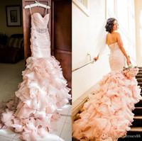 Blush vestidos de casamento de sereia plissada com cristais frisados faixa querida pescoço do pescoço de volta para cima camadas de varredura de varredura de trem organza vestido nupcial