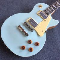 Tienda personalizada Guitar LP Cuerpo de caoba Cuerpo de color rosa-azul, hardware cromado con crema pickguard, fingerboard de palisandro, 190123