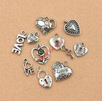 Atacado-Mixed tibetano Silver Tone amor coração feito com amor bloqueio charme moda pingentes jóias DIY acessórios jóias fazendo C011
