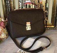 Nova designer de moda mulheres bolsas cross body mensageiro saco marrom saco de letra de alta qualidade pequeno vintage alça de ombro handbag grátis