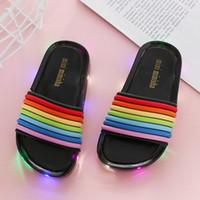 1pairs / 2pcs 2020 nuovi bambini Led lampeggiante arcobaleno Infradito a righe ragazza del bambino gelatina dei pistoni di estate delle ragazze dei capretti Luminous Slipper Shoes