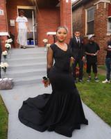 2020 neue schwarze Satin-Nixe-Abschlussball-Kleid mit V-Ausschnitt mit langen Ärmeln SpitzeApplique Sweep Zug Abendkleider formales Partei-Kleid nach Maß